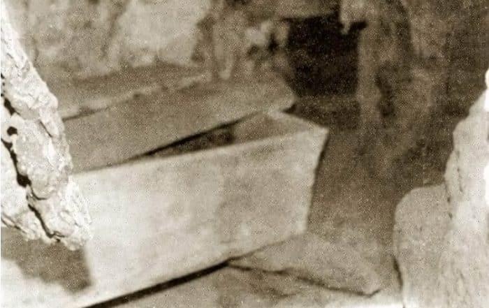 Cercueil de la princesse espagnole à Makatea. Photo François Nanai