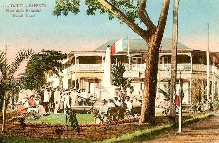 La place de la Mutualité à Papeete vers 1890. Photo Georges Spitz