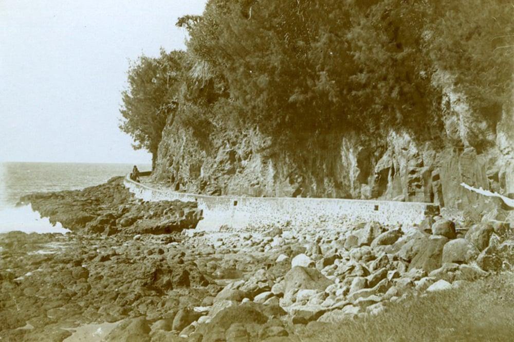 Route de la cote Nord de Tahiti en 1896