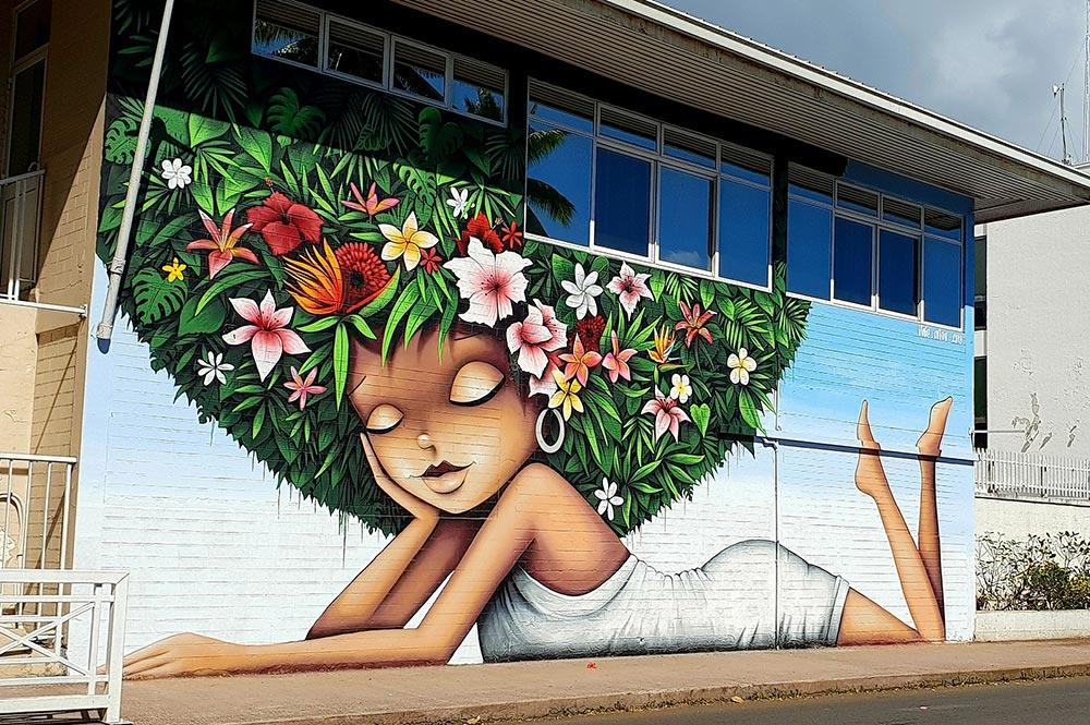 Street Art, la vahine fleurie de Vinie Graffiti à Papeete