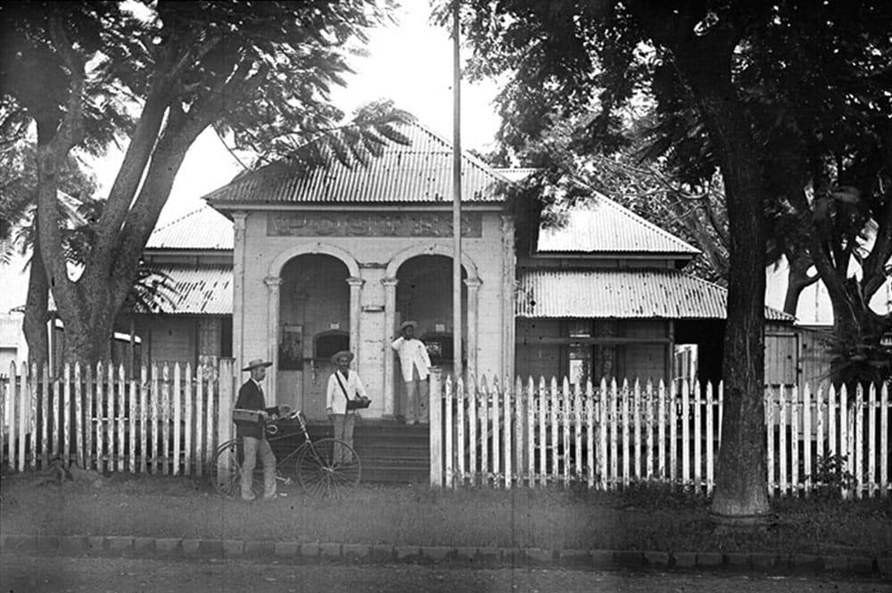La première Poste de Papeete en 1897. Photo H. Lemasson